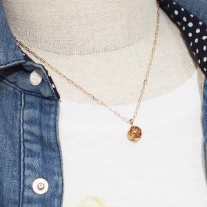 胸元を彩るネックレス特集