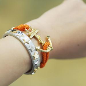 カラフルなアイテムで腕元にインパクトを‼︎ ルックミーとミアズで夏は決まり!