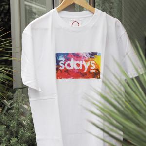明るく爽やかなカラーリングにテンションアップ!エスデイズのカラフルロゴTシャツ