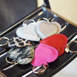 どんなバッグにも合わせやすいMia Bagのチャームをご紹介!