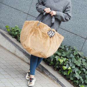 ファッショニスタ御用達のMia Bagからもこもこ新リバーシブルショッパーが登場!