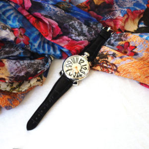 スーツにもカジュアルスタイルにも合わせやすい!ガガミラノの腕時計♡