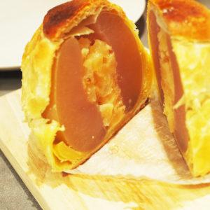青森のりんごが贅沢に詰め込まれたアップルパイ!