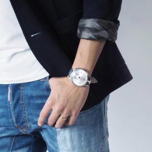ネイマールが愛用するガガミラノの腕時計と、大切な時間を共に。
