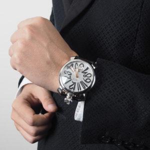 スーツと合わせて魅力的な腕元に!メンズの腕元にはGaGa MILANO 48MM腕時計!