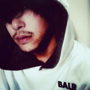 BALR.|俳優として活躍する佐野岳さんが、最新作フーディーをご愛用!