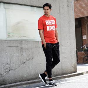 Calvin Klein Performance|1枚で映えるレッドカラー!スポーティーなTシャツでアクティブに!