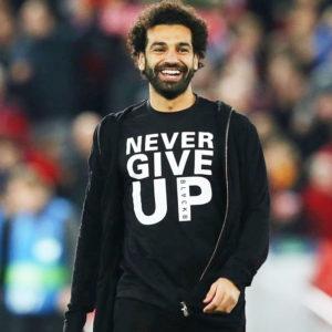 リヴァプールのモハメド・サラー選手が身につけていた「NEVER GIVE UP 」Tシャツが大きな話題に!