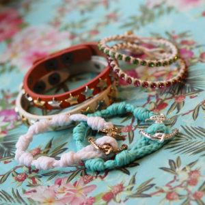 華やかな腕元に!初夏を彩るカラーブレスレット!