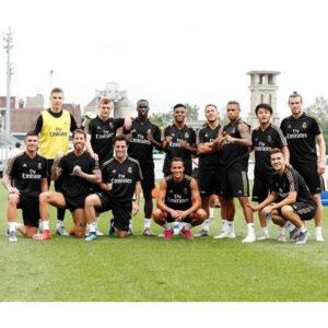 レアル・マドリードの豪華メンバーの集合写真に、移籍した久保建英選手の姿も!!