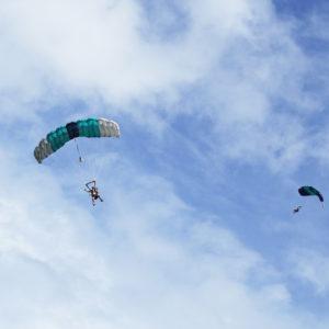 ハワイで初挑戦!地上4,000mの空からスカイダイビング!