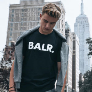 "BALR.|シンプルだが目を引くロゴデザイン!1枚はGETしておきたい王道アイテム""BRAND SHIRT"""