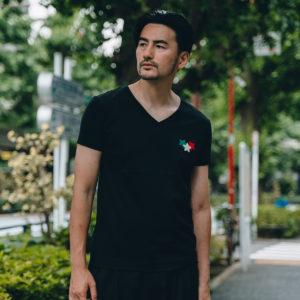 大人の色気漂うVネックTシャツ!GIOCATOREのスターでコーデのポイントを!