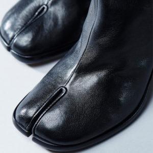 30年以上にわたって世界を席巻し続けるMaison Margiela足袋ブーツの歴史を振り返る