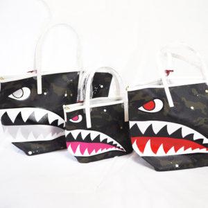 Gentil Banditの限定サメ顔バッグでコーデにインパクトを♪