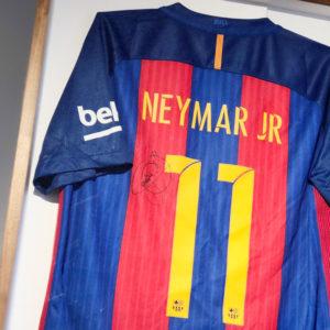 あの興奮を再び!ネイマール選手サイン入りユニフォームを大公開!